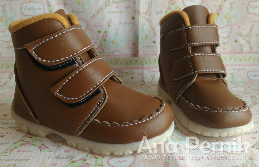 Sepatu boot anak; sepatu boot; sepatu boot laki laki; sepatu bot kulit; sepatu boot pria; sepatu boot murah; sepatu anak laki laki; sepatu bayi; sepatu bayi laki laki; sepatu anak 1 tahun; grosir sepatu anak; grosir sepatu bayi
