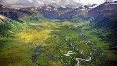 Alaska Peninsula National Wildlife Refuge (© Steven Besserman/Corbis) 52