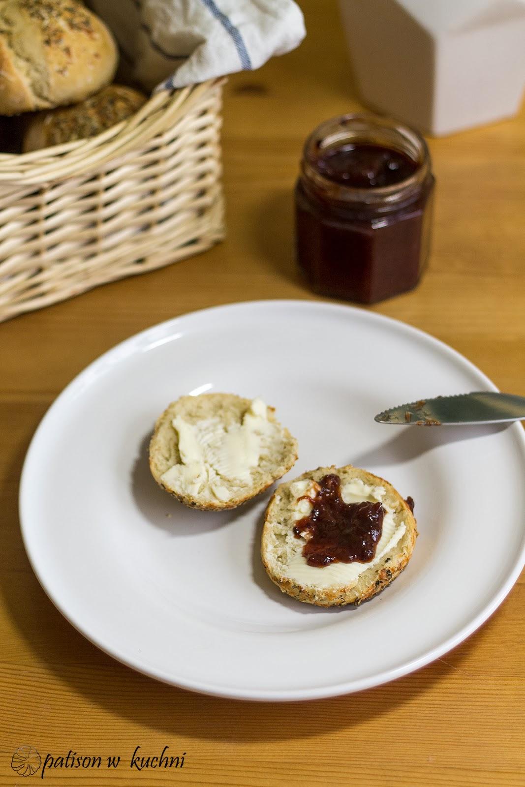 Bułeczki pszenno- orkiszowe z oregano i serem.