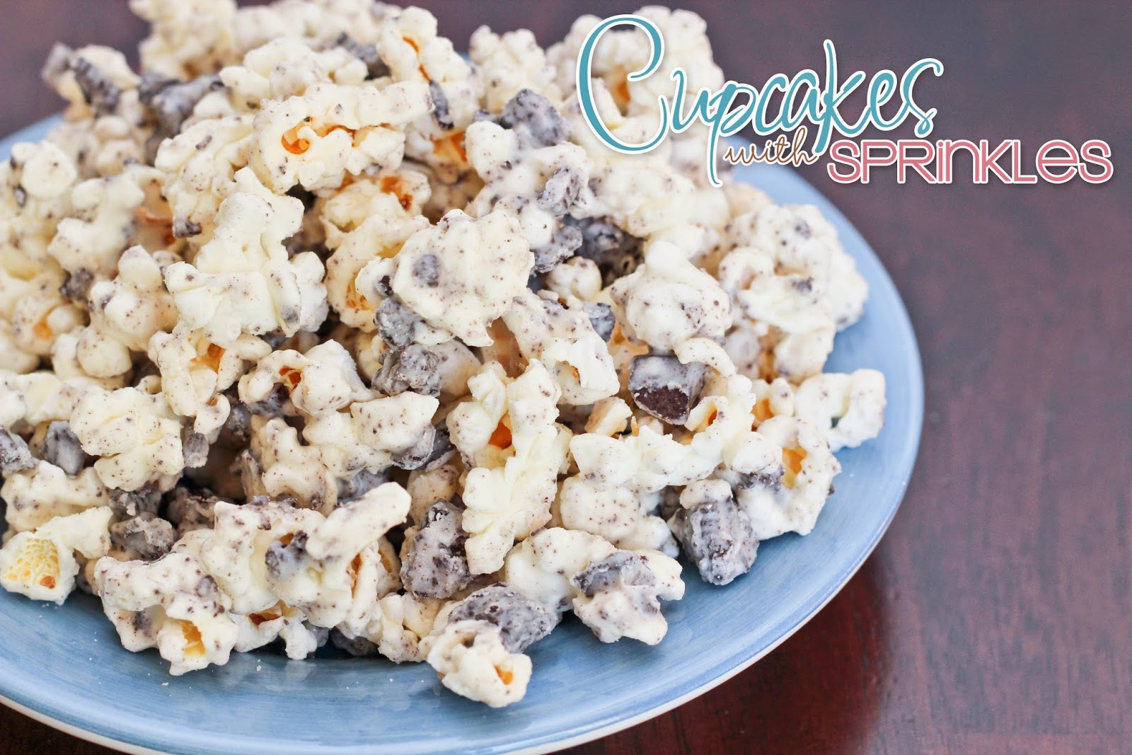 Cupcakes with Sprinkles: Cookies & Cream Popcorn