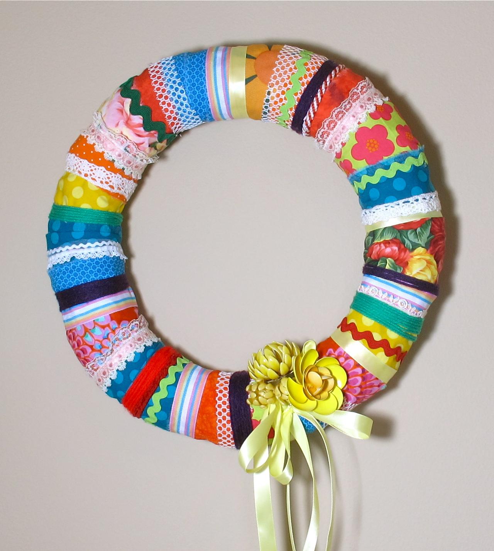 Blukatkraft easy diy scrap fabric ribbon wreath for Ribbon crafts to make