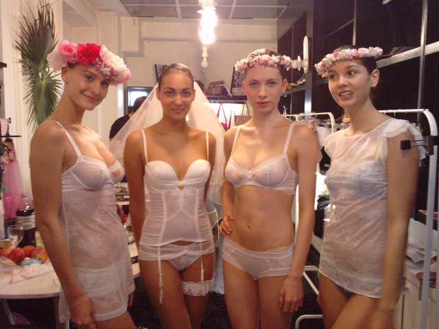helena christensen for triumph collection lingerie madame r ve paris. Black Bedroom Furniture Sets. Home Design Ideas