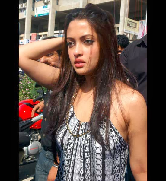 Hot Indian Aunty Sex Scandal – DesiBombs.com