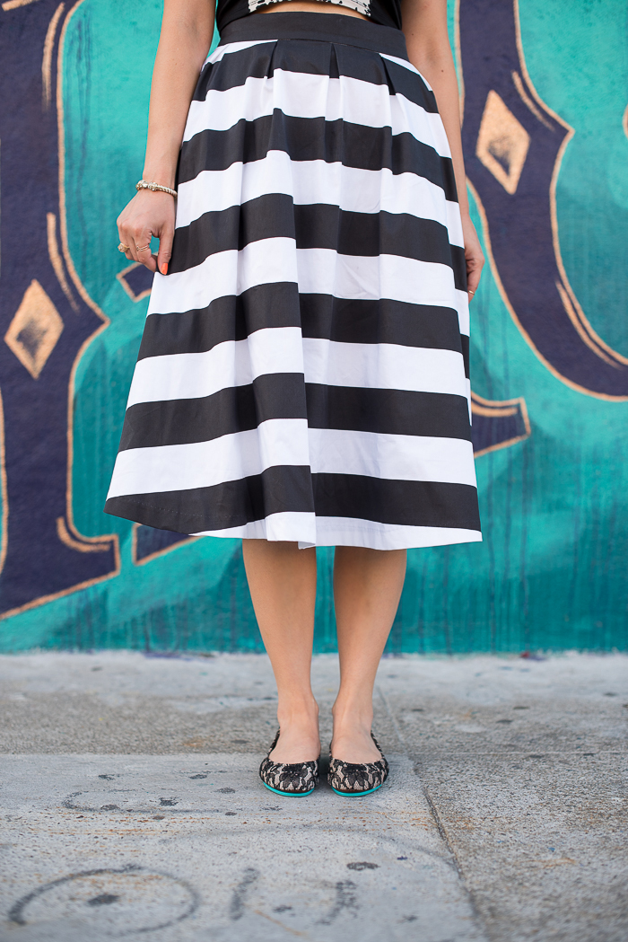 how to wear a striped skirt