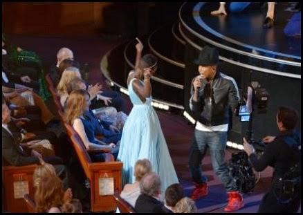 "Lupita Nyong'o baila con Pharrell Williams y su ""Happy"""