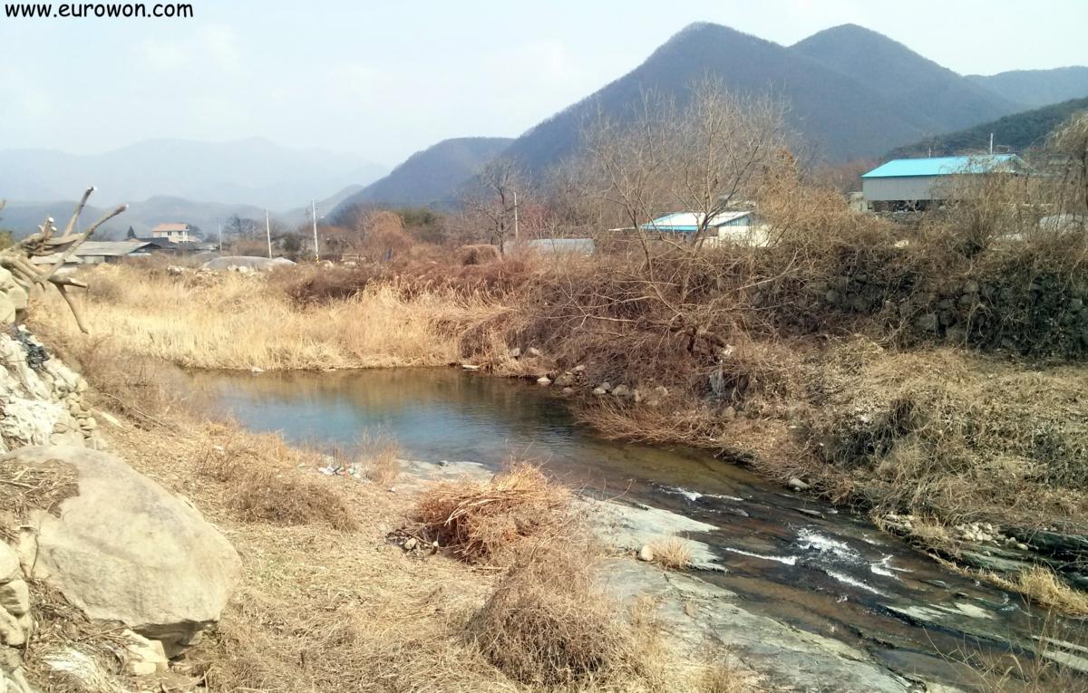 Paisaje rural coreano en invierno