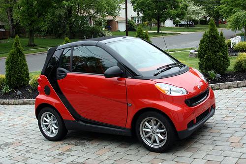 Mobil ARINA ini dirancang menggunakan mesin sepeda motor dengan