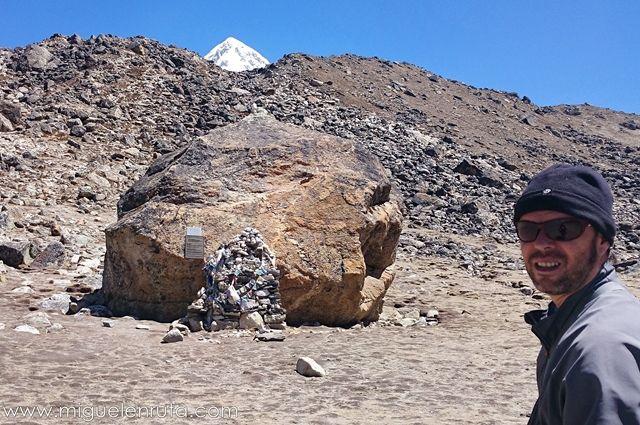 Memorial-víctimas-Himalaya