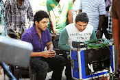 Race Gurram Movie Working Stills-thumbnail-1