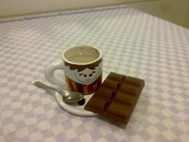 Chocolatinho que acompanha o café