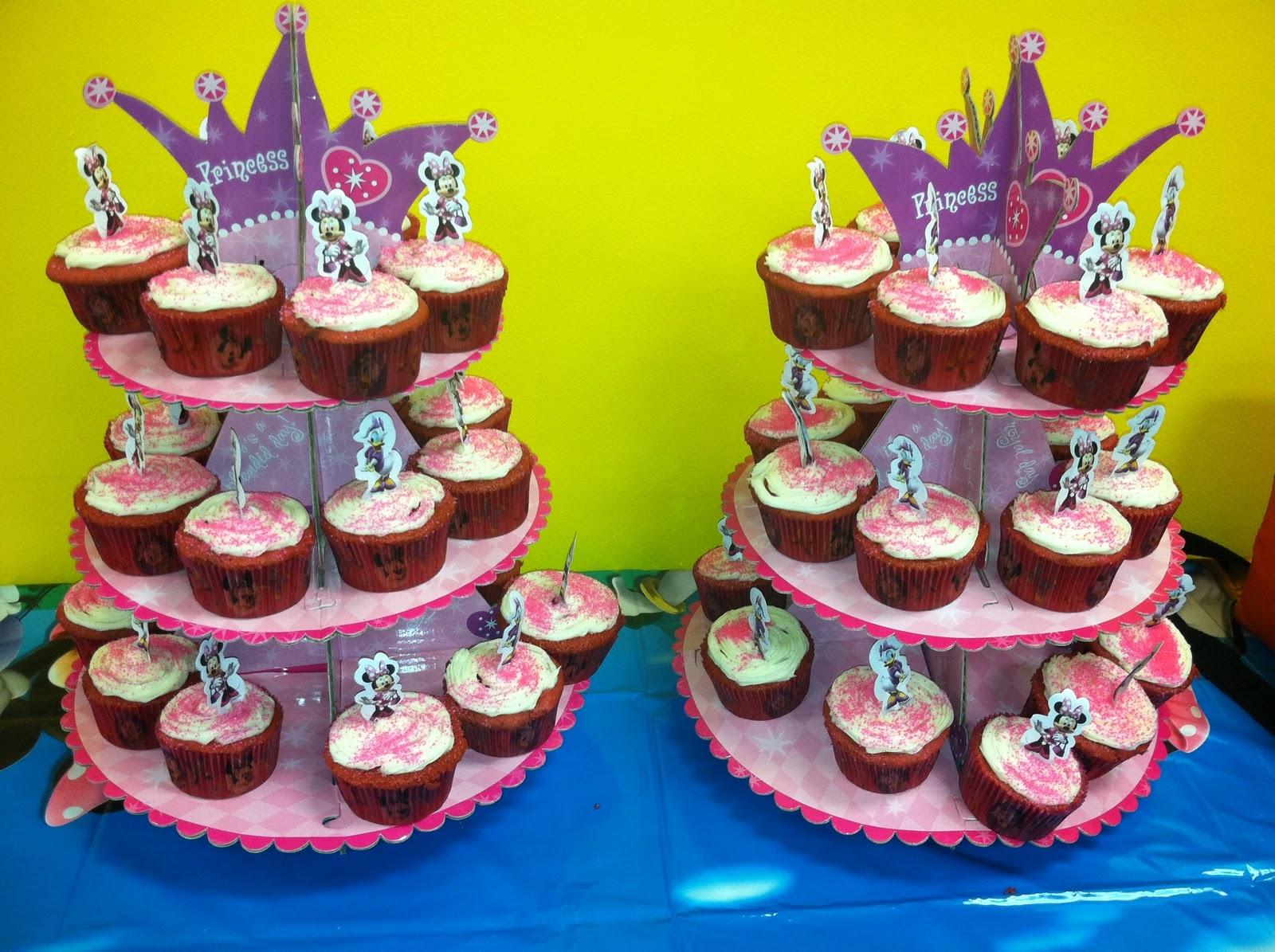 http://1.bp.blogspot.com/-owTKJPV99J8/TtYxuO4zPkI/AAAAAAAAAtw/tTvRTKZmMHA/s1600/celebrity+post+minnie+cupcakes.JPG