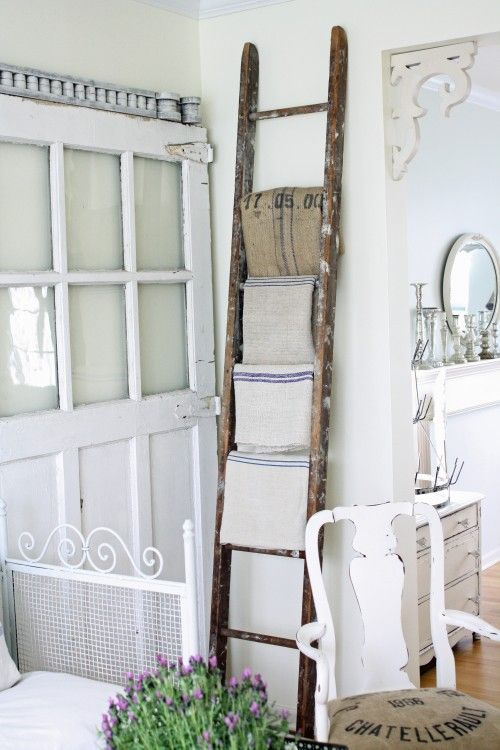 Super Shabby chic on friday: la scala a pioli | La gatta sul tetto UB67