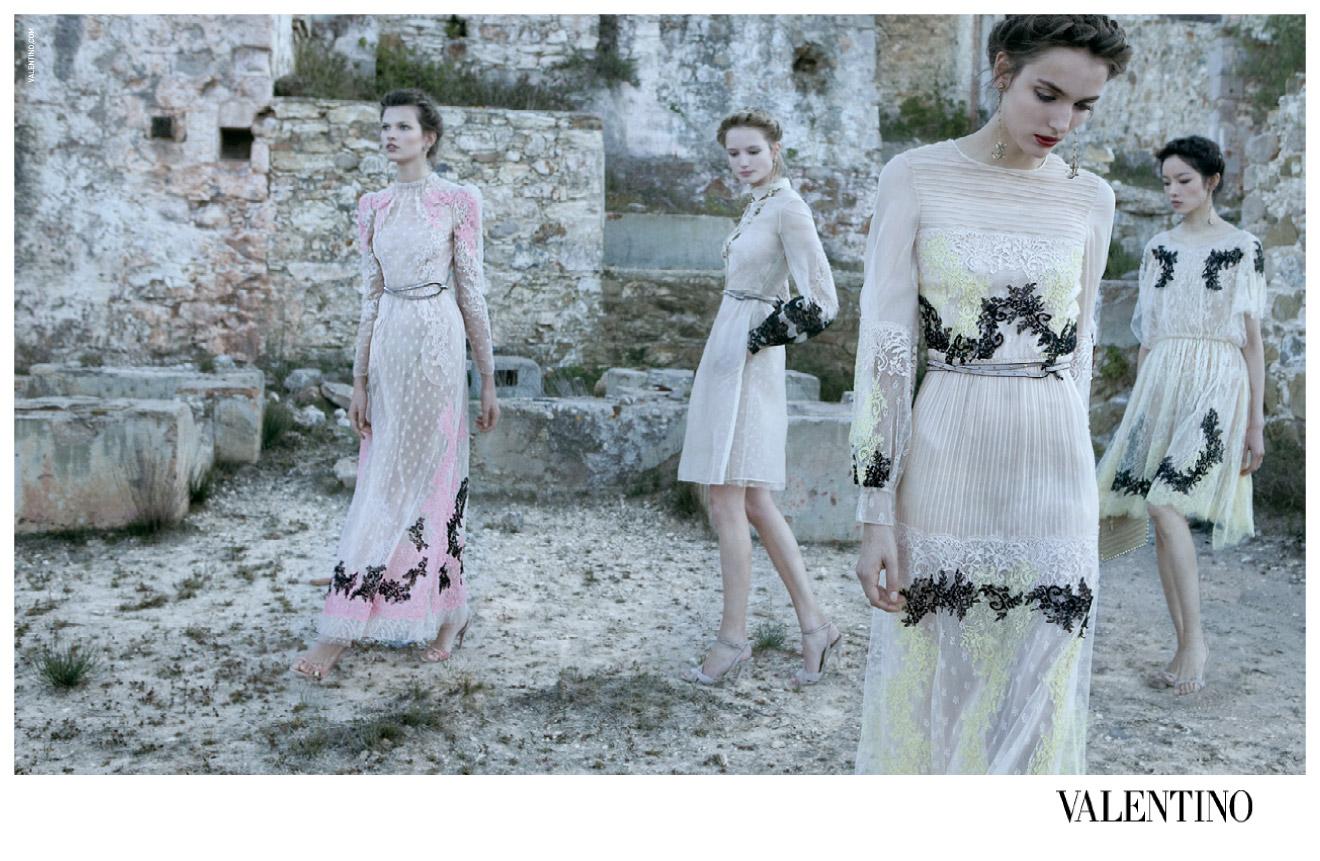 http://1.bp.blogspot.com/-owijqUHIpZY/TwNFYYK2blI/AAAAAAAAqH4/bFXHhFhZjV8/s1600/Bette+Franke%252C+Maud+Franzen%252C+Fei+Fei+Sun%252C+Zuzanna+Bijoch+%2526+Clement+Chabernaud+Deborah+Turbeville+Valentino+Spring%253ASummer+2012+8.jpg