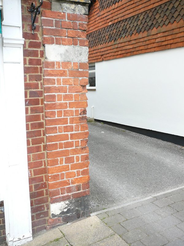The entrance to Brewhouse Yard is flanked