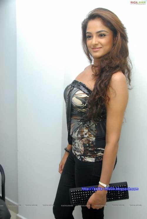 Asmita Sood, Si Sexy artis Bollywood