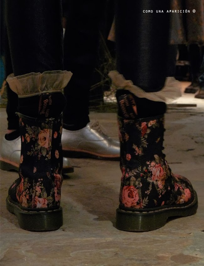 fashion-Dr-Martens-Canvas-1460-Flower-Print-Boots-Black-Floral-gold-oxford-women-shoes-como-una-aparición