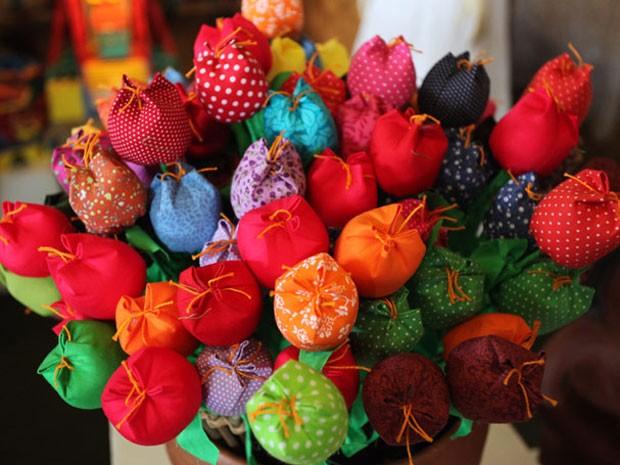 Artesanato Com Madeira E Tecido ~ BraArte Flores de Tecido