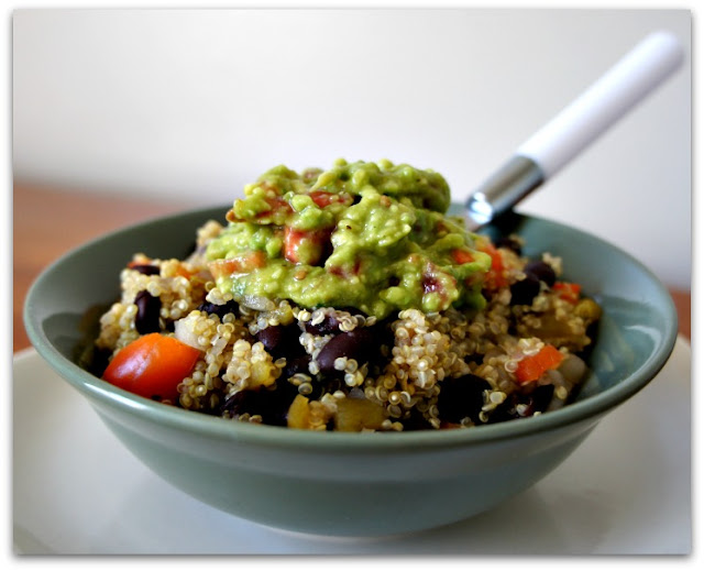 Recipe for Slow Cooker Vegetarian Quinoa Mexican Bowls with Creamy Avocado Sauce #vegetarian #meatless #slowcooker #crockpot