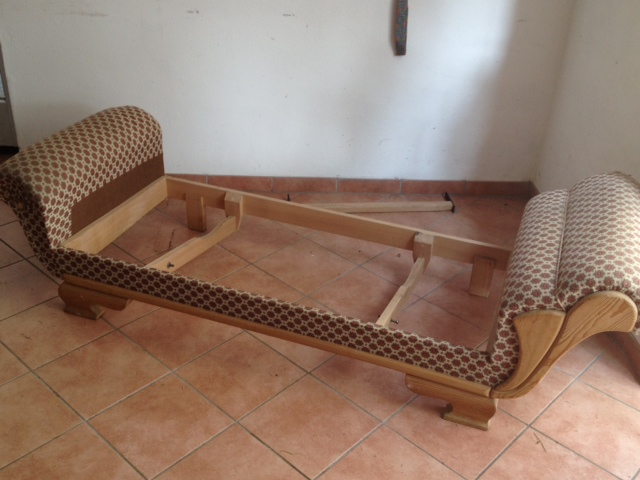 das nackte grundgerst in diese ecke soll das sofa hineinpassen - Esssofa