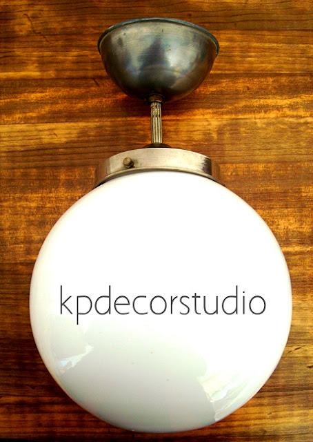 lampara colgante vintage con bola de cristal de estilo retro en color blanco y metal para decorar pasillo