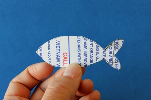 Paper fish mobile, looks cute!