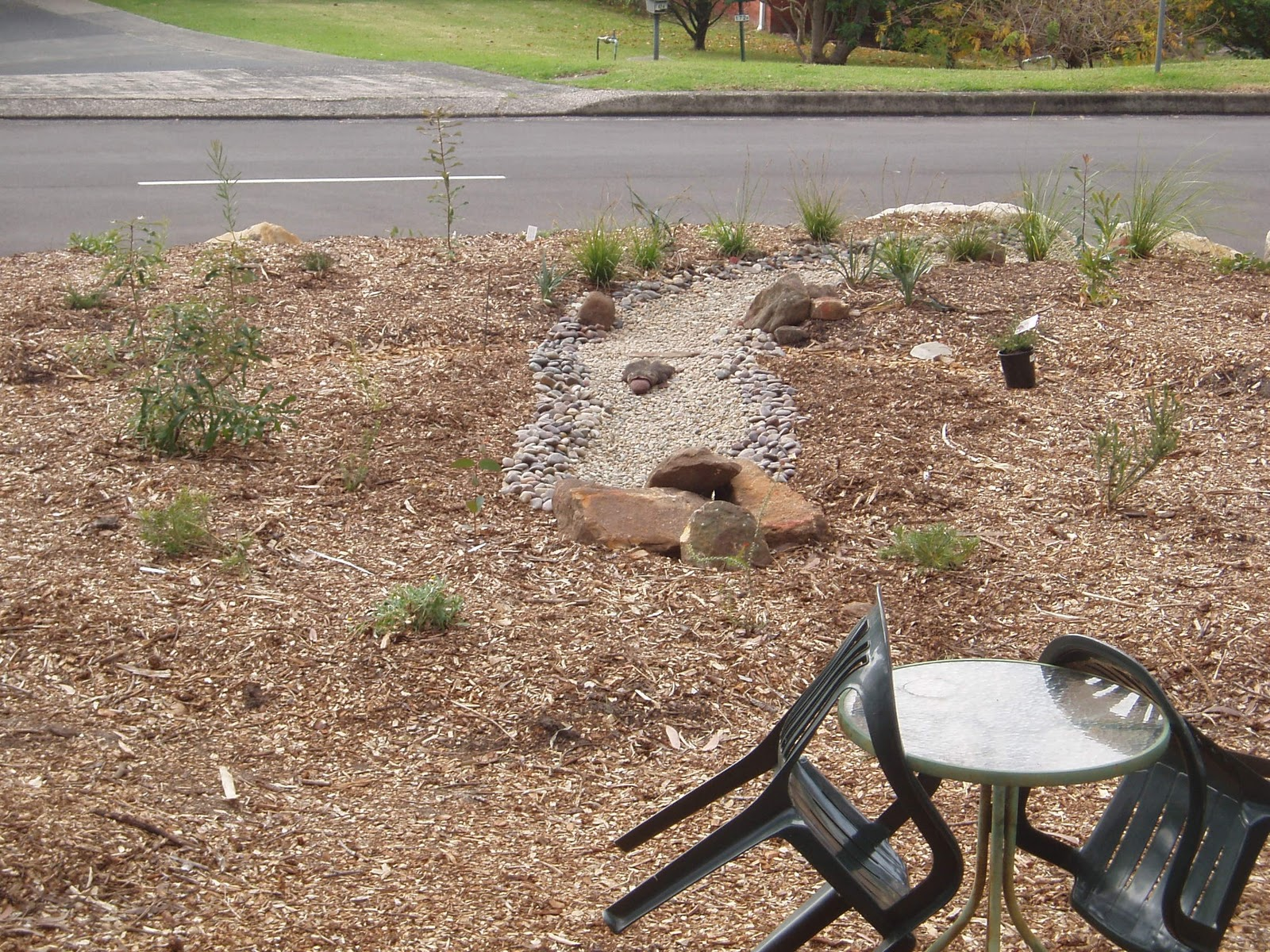 Going Native in the Illawarra: How to: Install a dry creek bed