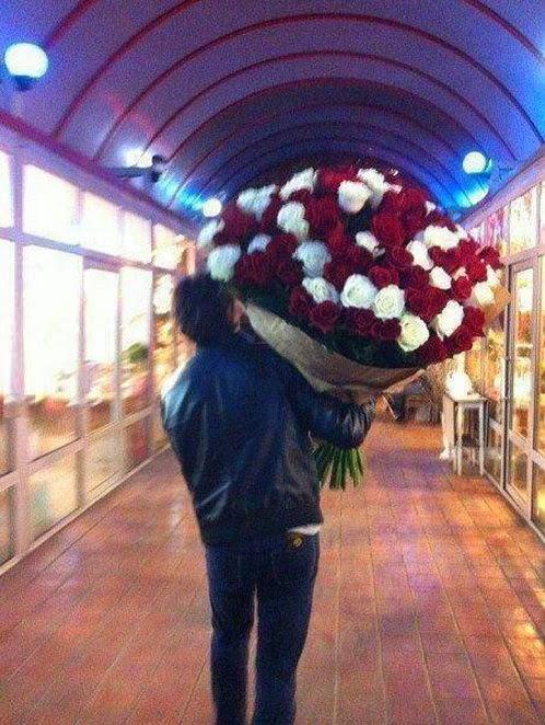 Imagenes De Hombres Con Ramos De Rosas - Hombre ramo rosas l piz almacen de fotos e imágenes
