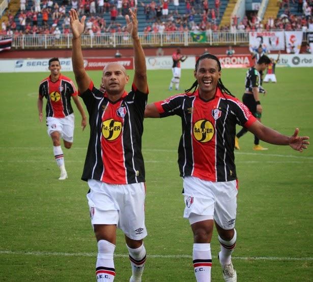 JEC bate Figueirense e leva segundo jogo da final para Joinville