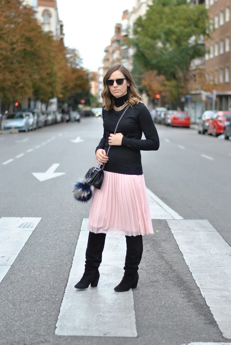 Pleated soft skirt