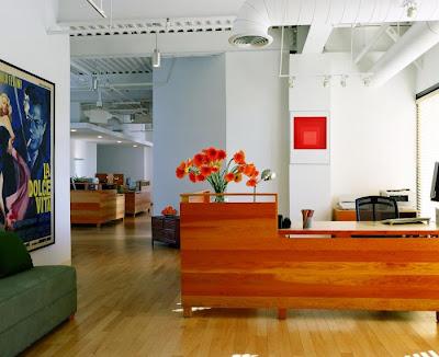 oficina con detalles color naranja