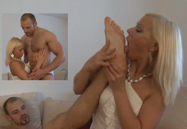 Female licks male feet 02184 10