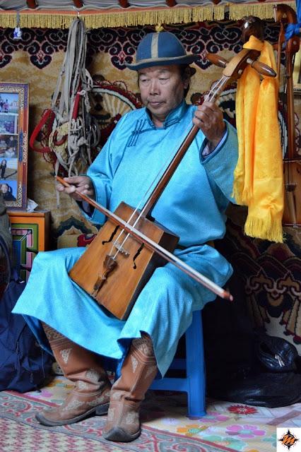 Visita a una famiglia nomade nei pressi delle Mongol Els