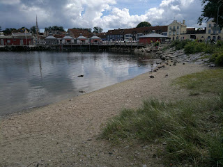 And I found a small beach in the middle of the town. Judge for your self. Nice with a town beach?