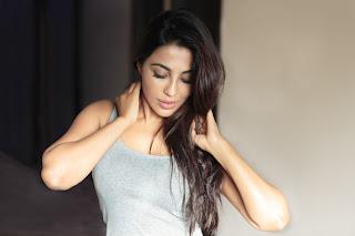 Parvathy Nair Super Cute Face HQ Pics