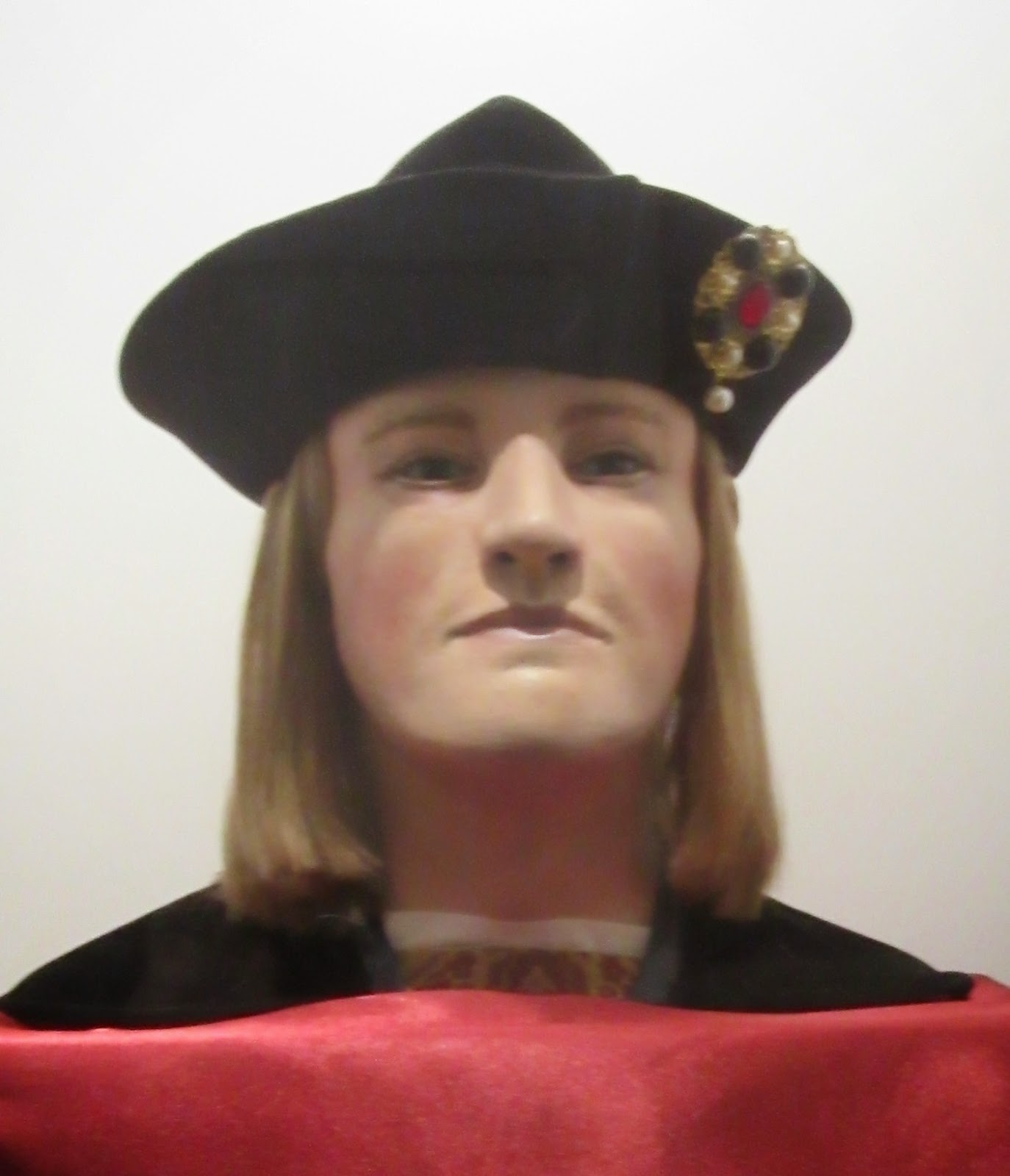 a study on the scientists identification of the life of king richard iii Three australian relatives helped british scientists identify the remains of king richard iii, unearthed more than 500 years after the monarch's body was to remain anonymous, were identified as relatives of henry somerset, the 5th duke of beaufort, who was 15 generations removed from edward iii by an.