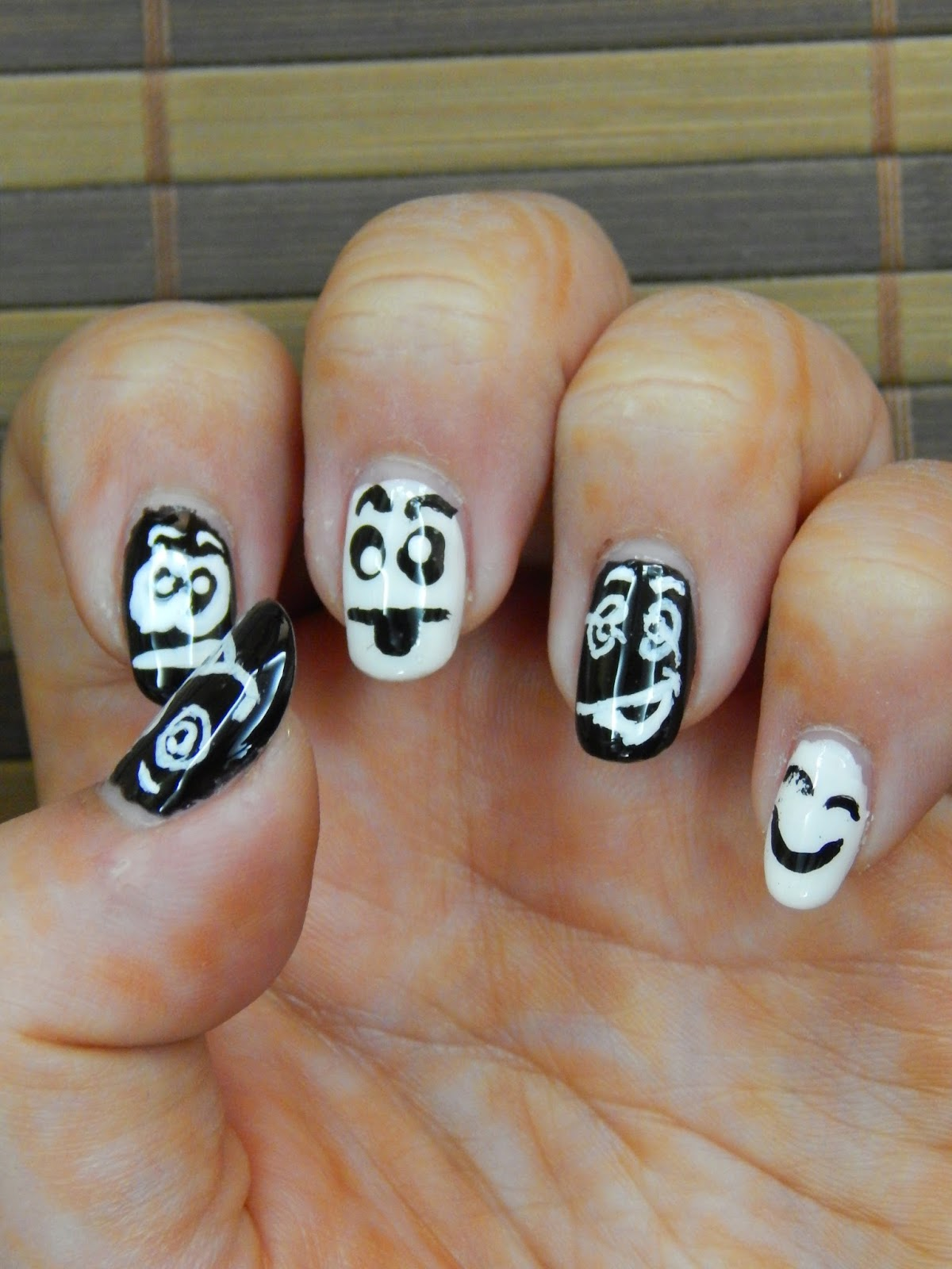 Her Creative Palace: Funny Faces Nail Art: Design & Tutorial