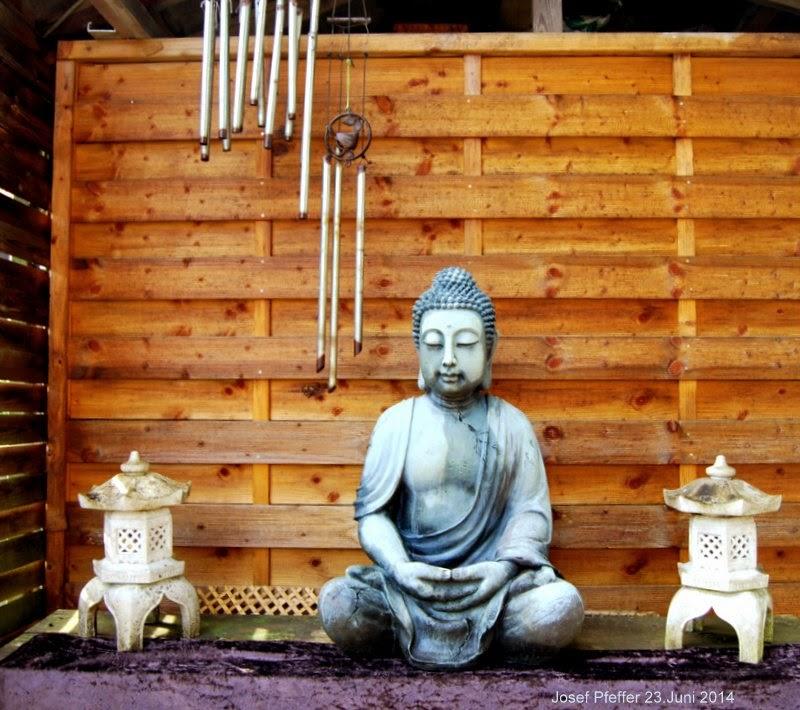 jupp s bonsai blog buddha im garten. Black Bedroom Furniture Sets. Home Design Ideas
