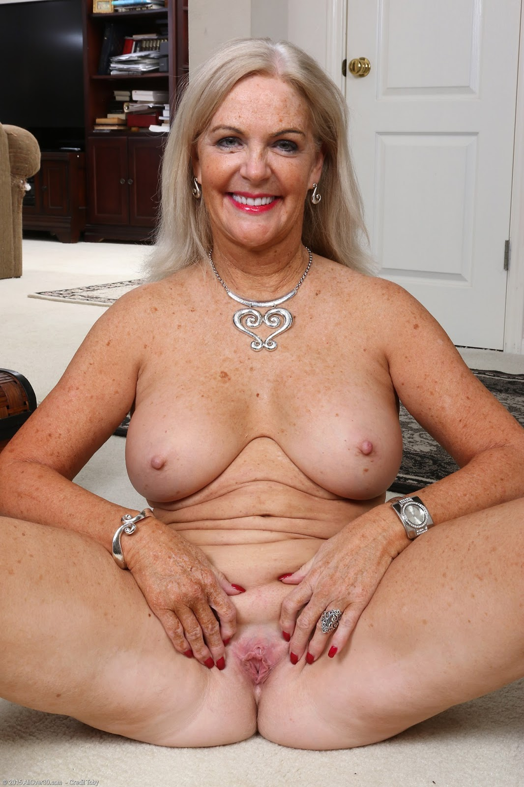 sexy naked aunti women