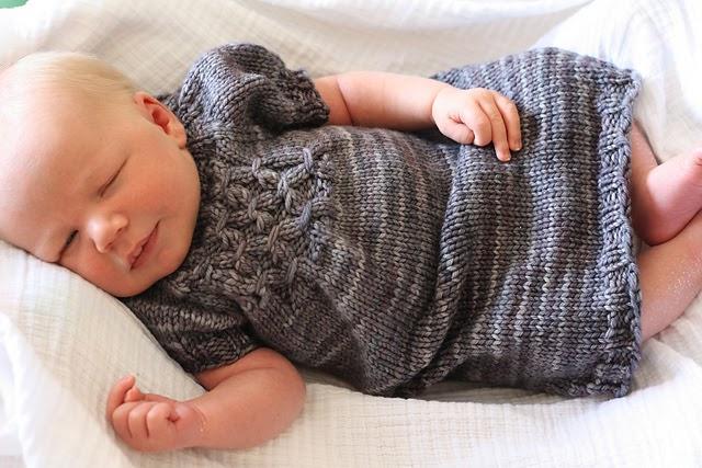 robe-tricot-bébé-smocks