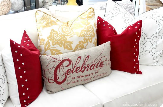 Christmas Decorating - Classic Reds with Modern Patterns \u0026 Splashes of Color & Christmas Decorating - Classic Reds with Modern Patterns ... pillowsntoast.com
