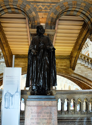 Statue of Richard Owen Looking Like Darth Vader