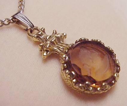 Toda la joyería producida durante estos años era realizada a mano y demostró una enorme innovación.