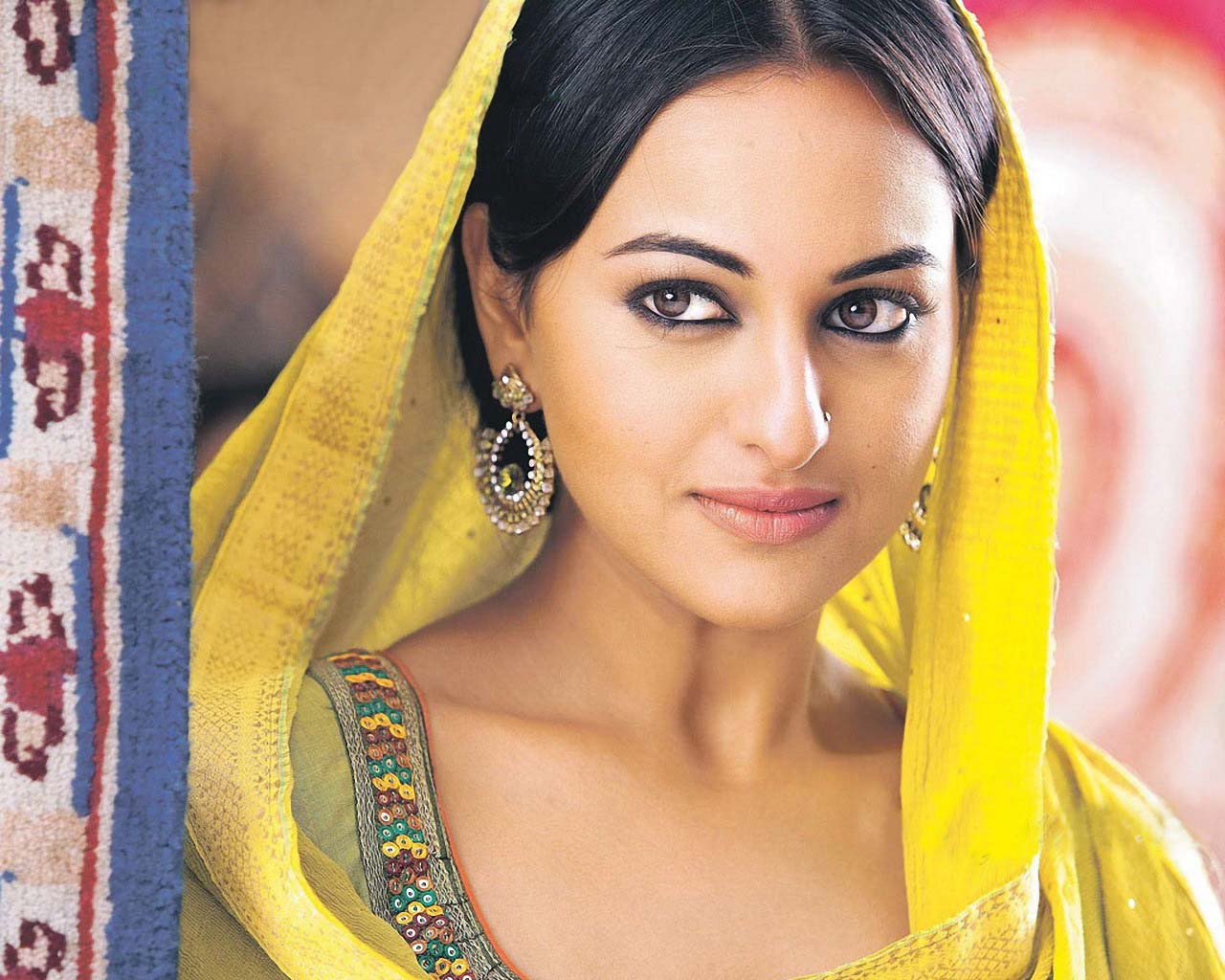 Sonakshi Sinha HD Wallpapers ~ WALL PC