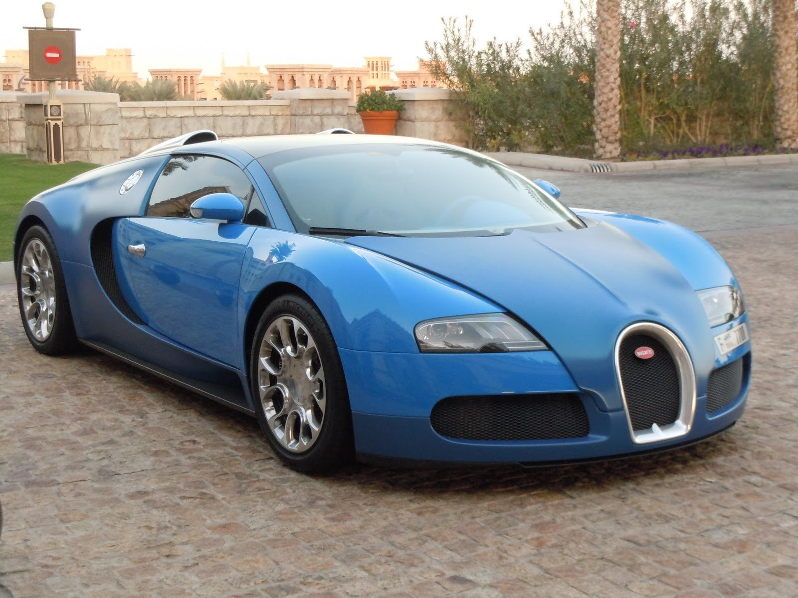 bugatti veyron photos dubai days. Black Bedroom Furniture Sets. Home Design Ideas