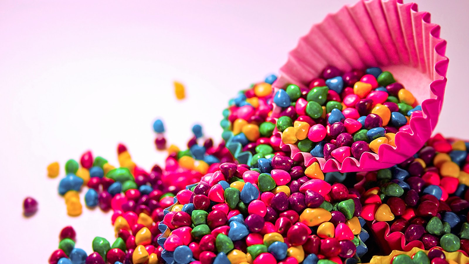 "<img src=""http://1.bp.blogspot.com/-p-9mJkVd5Ag/U7vLd3zybTI/AAAAAAAALRA/8-sU0Dkhh3w/s1600/colorful-candy-wallpaper.jpg"" alt=""Colorful Candy Wallpaper"" />"