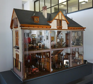 All about dollhouses and miniatures: Webshop Poppenhuiswereld voor ...