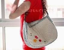 Women bag: กระเป๋า งานผ้า ปักลายดอกไม้