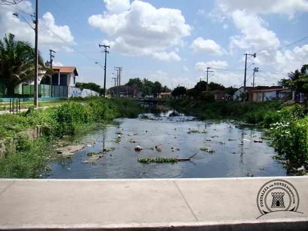 rio maranguapinho é o maior afluente do rio ceará tendo sua