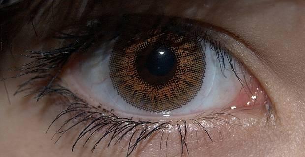 naturales son las lentillas que tienen diseos mas similares a los ojos reales con diseos de lineas y son de colores mas opacos