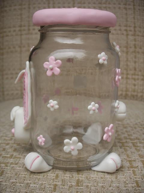 Coelhinha, vidro decorado em biscuit (lado)